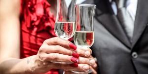 Dj James Hochzeiten - Hochzeitspaar mit Sektgläsern